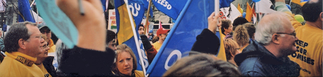 Photo of OSSTF/FEESO members holding flags at a rally.